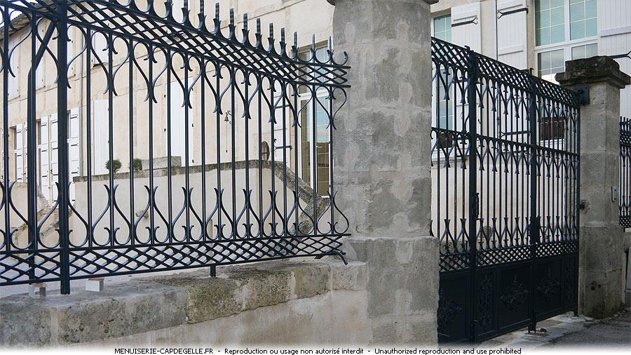 Portails en fer forg ferronerie casteljaloux 47700 for Image portail fer forge